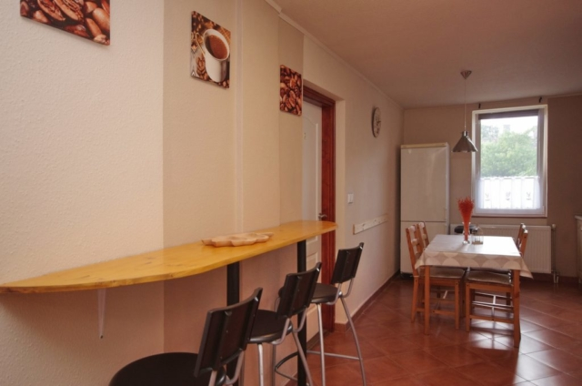 Folyosó és étkező a gyulai Bodza apartmanban