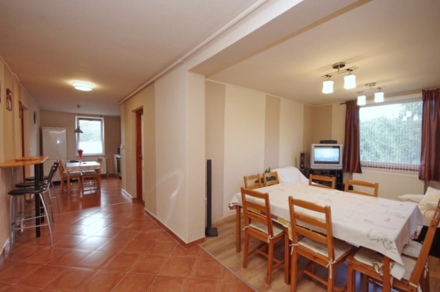 Nappali és előszoba a gyulai Bodza apartmanban